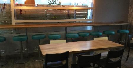 Mobilier cantine scolaire, cloisons, tables, chaises collège (Brest)